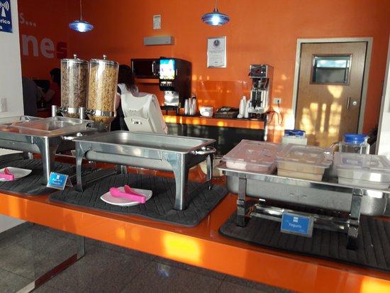 One Playa Del Carmen: área do café.