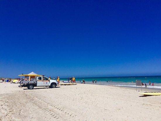 Leighton Beach: Gorgeous white sand beach.