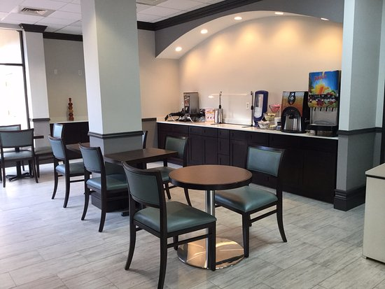 ‪‪Days Inn & Suites Orlando Airport‬: Breakfast area‬