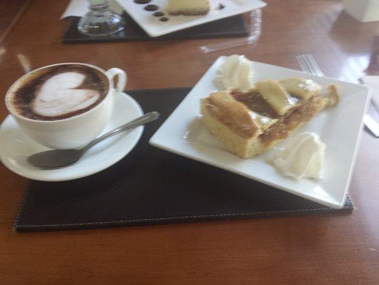 Cafe de las Artes: Torta + capuchino