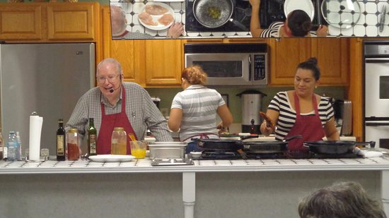 Kinston, Carolina del Norte: Class in progress, we make it fun and delicious!