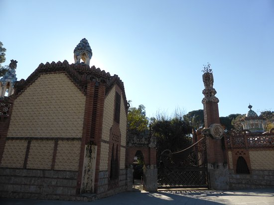 finca guell drakporten picture of finca guell barcelona tripadvisor. Black Bedroom Furniture Sets. Home Design Ideas