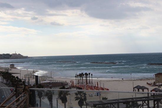 Dan Tel Aviv Hotel: View through the glass in the lounge of the Dan