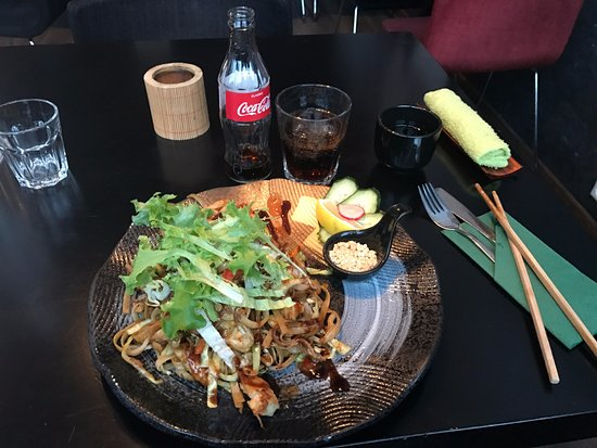 Bambus Asian Cuisine and Lounge: Rice noodles with chicken