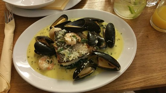 Porthleven, UK: Sea Bass with king prawns & mussels