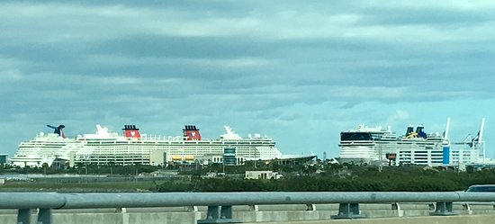 Port Canaveral, FL: Great view from our table.