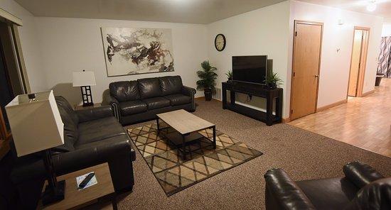 Draft Horse Inn: Village Suite Living Room