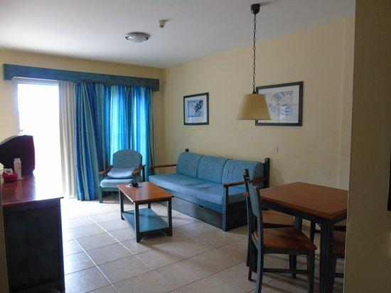 Granada Park Apartments: Living room
