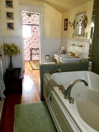 Northfield, MN: Spring Thing bath