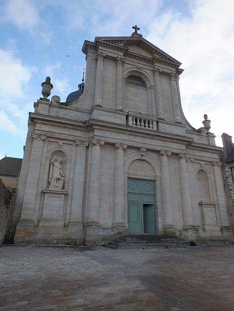 Juaye-Mondaye, Francia: l'église