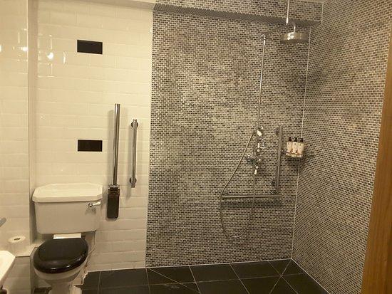 Abergavenny, UK: Wet room