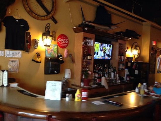 Hopkinton, MA: Fun Decor and Full Bar