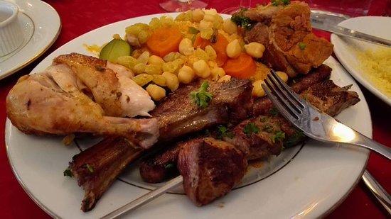 Laon, France: couscous rose des sables : brochette agneau, cotelette agneau, merguez, morceau agneau, poulet