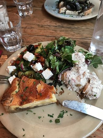La Madeleine: Lovely homemade quiche and salads