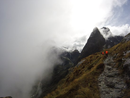 Queenstown, Nowa Zelandia: At the top of MacKinnon Pass!