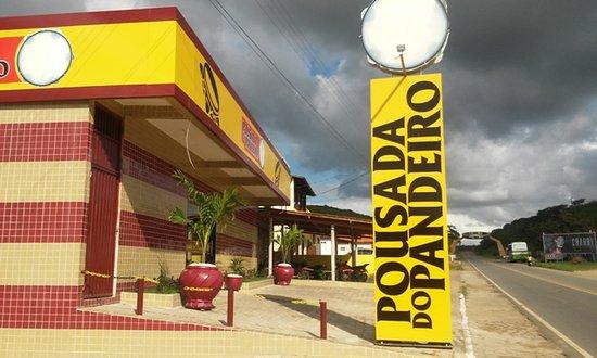 Alagoa Grande: Sinalização da entrada (ao fundo, o Portal de entrada da cidade, em homenagem à Jackson do Pande