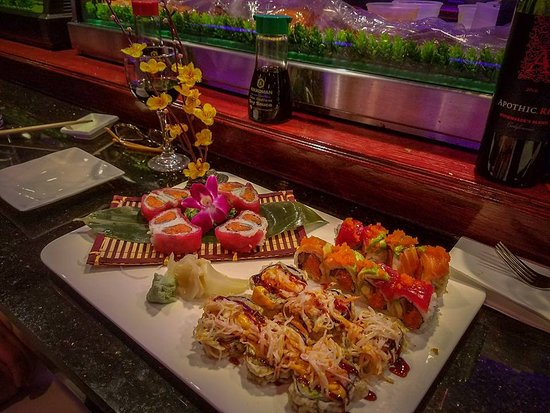 Chester Springs, Pensilvania: Tuna Heart Roll, The Phoenix roll, and the Ninja.... So good!