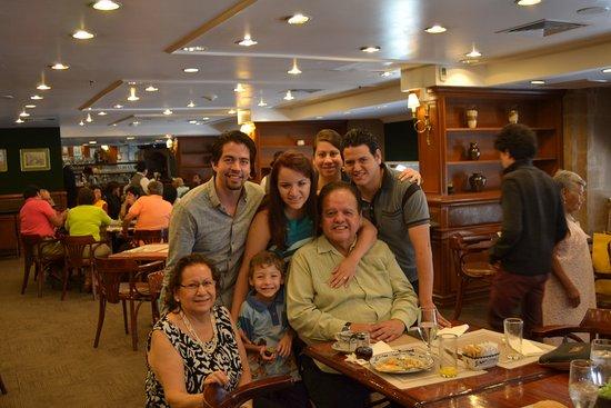 Gran Hotel Ciudad de Mexico: having breakfast at the mezanine