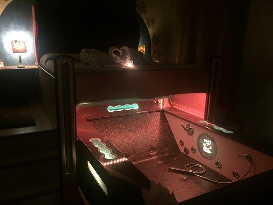 vasca idromassaggio in camera da letto - Foto di L\'Oasi e le ...