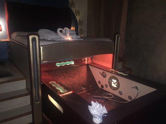 vasca idromassaggio in camera da letto - Picture of L\'Oasi e ...