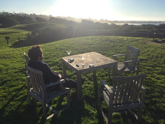 Pebble Beach, CA: Outside sitting area