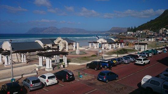 Muizenberg, South Africa: DSC_0170_large.jpg