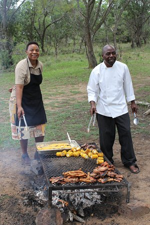 Ant's Hill & Ant's Nest: Eric and Martha - soooo delicious a braai in the bush