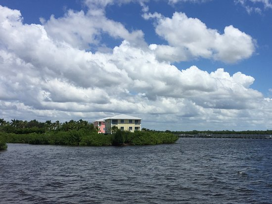 Matlacha, Floride : View to your left from the pier at the park.