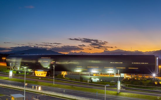 Expensive elegant review of wyndham quito airport for Hotel design quito
