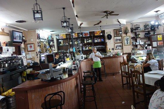 Vista Interior Meson Casa Emilio Ecija Personal de primera