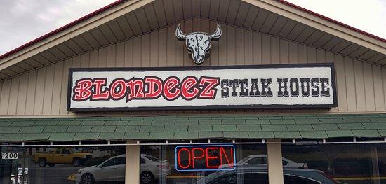Taylorsville, Carolina del Norte: Welcome to Blondeez Steakhouse!