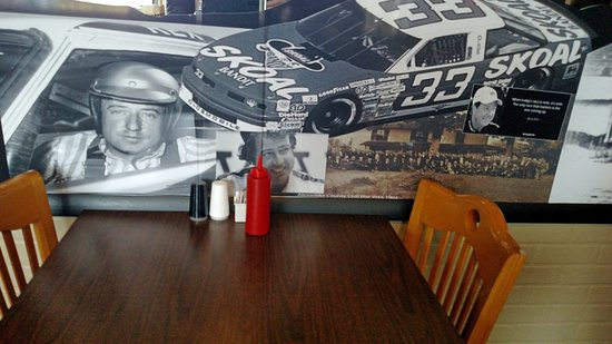Taylorsville, NC: The interior has both western and racing themed decor, making your dining experience fun.