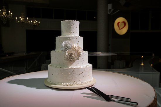 Elegant Wedding Cake At Las Vegas Wedding Reception :: Tropicana LV Weddings