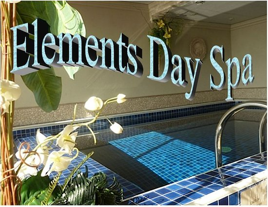 Port Dover, Canada: Heated indoor salt water pool, dry sauna and rainforest showers with body jets.