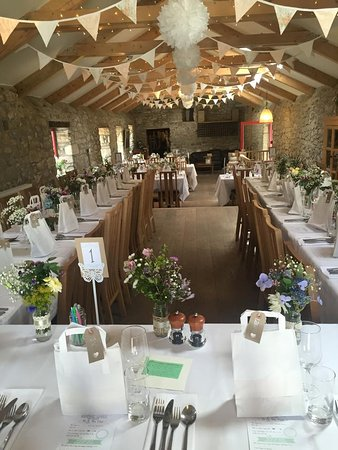 Trethurgy, UK: The barn set for a reception