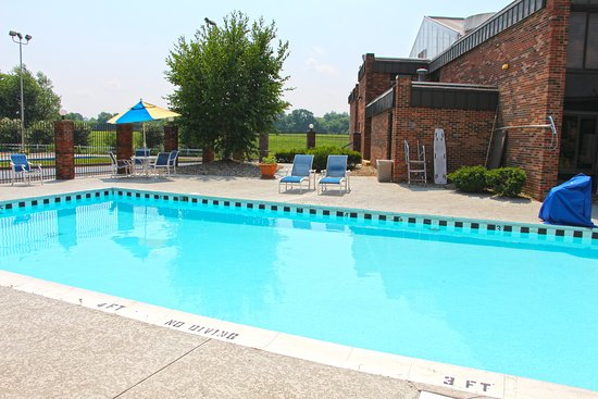 Jameson Inn Bowling Green: Outdoor Pool