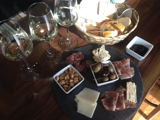 Pacific Beach, Etat de Washington : a flight and charcuterie plate