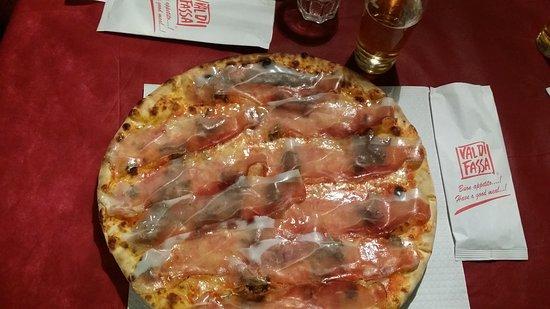 Pera di Fassa, Italy: 20170117_193056_large.jpg