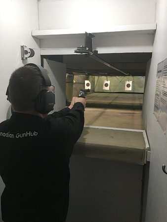 Medicine Hat, Canada: Indoor shooting range open to the public *no license required*