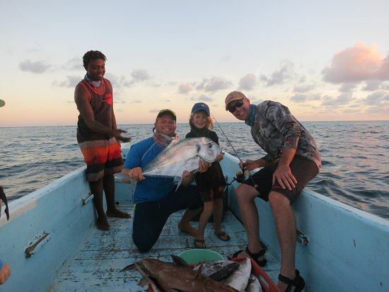 Glovers Reef Atoll, Belize: Fishing with Warren and Desmond!