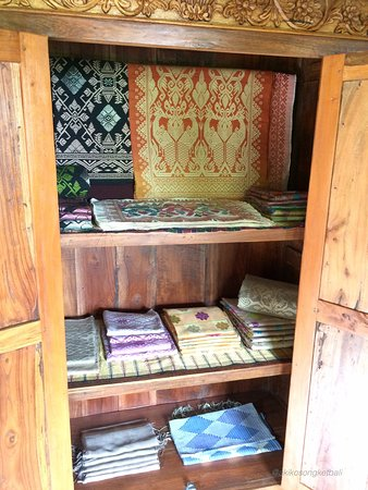 Sidemen, Indonesia: Akiko Songket & Ikat Production