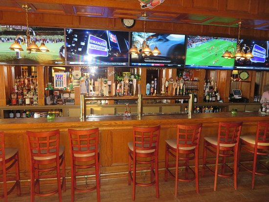 Suffern, Estado de Nueva York: Inside Curley's Corner Facing the Bar
