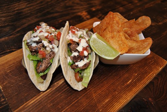 Tundra Restaurant & Bar : Petite Tender Beef Tacos (Bar)