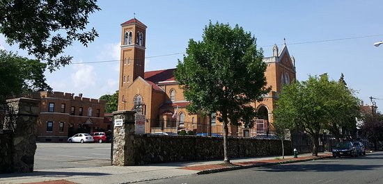 Montclair, Nueva Jersey: Please join us for Mass, young families are especially welcome, we love the music of children in