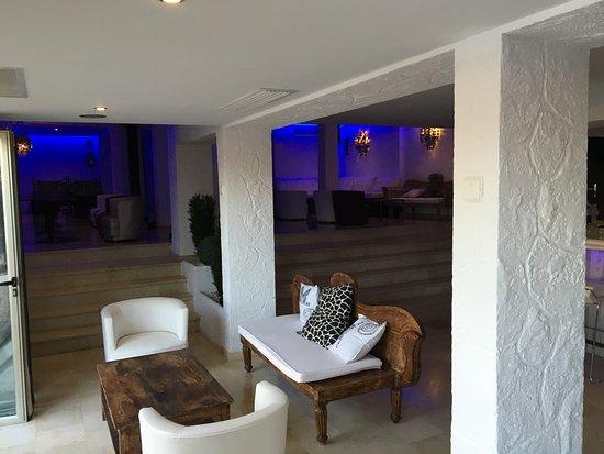 Hotel Bon Repos: The bar lounge area