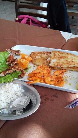 Restaurante Quarta Estacao: peixe grelha do com camarão