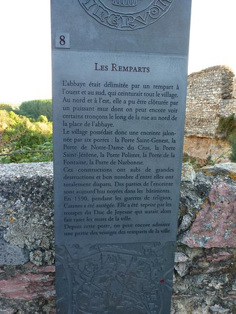 Caunes-Minervois, France: description rempart de caume en minervois