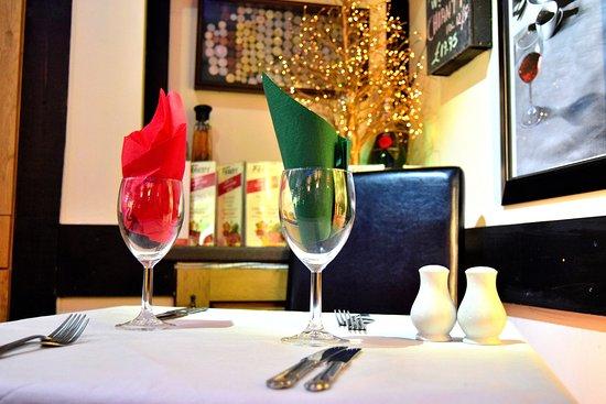Broadstone, UK: Dining Table