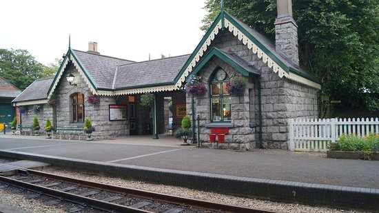 Castletown, UK: The 1874 station constructed of local limestone from nearby Scarlett Point.