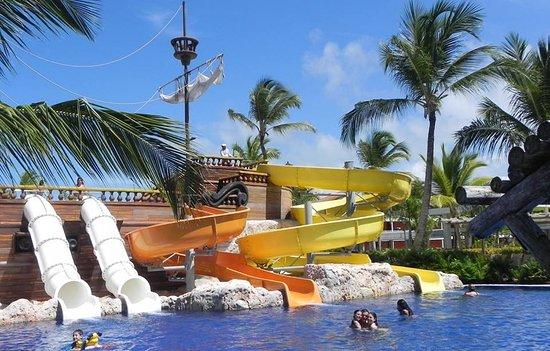 Uno de los dos parques infantiles este es gratis - Toboganes para piscinas ...